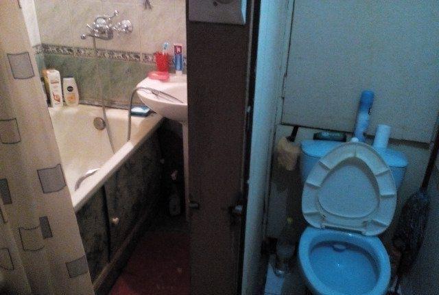 Сдается комната в двух комнатной квартире.